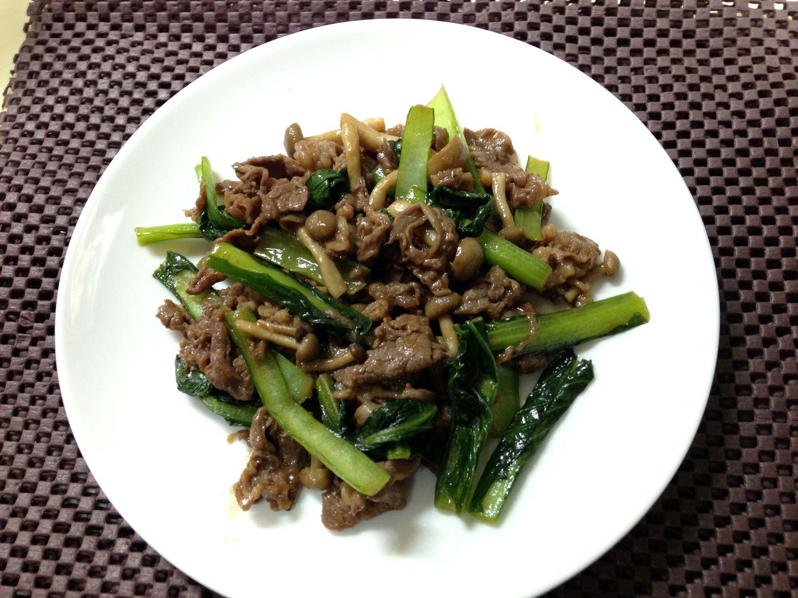 【減塩レシピ】オイスターソースで味をきめる!牛肉と小松菜の炒め物
