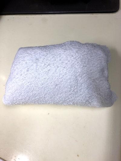 普通の大きさのタオルで覆って下さい。