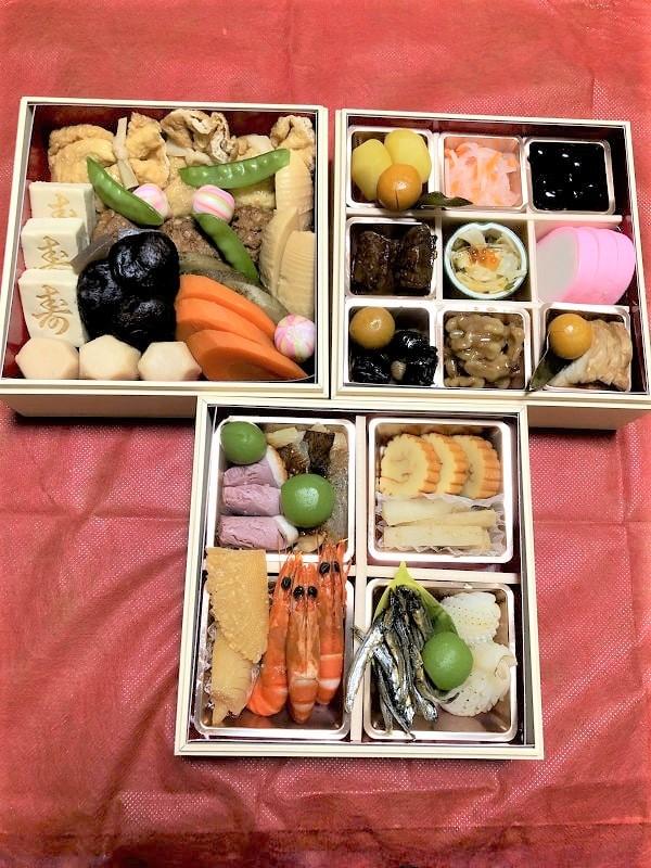 減塩おせちレビュー 【京都 「洙楽庵」の三段重】を食べてみました。